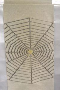 帯_ベージュ蜘蛛の巣_¥96,000